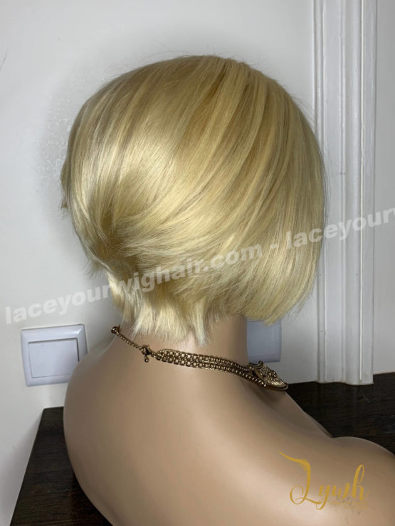 Haria-blond-coupe-courte-2